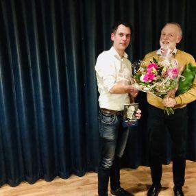Simon Wisselink schudt de hand van Jan Kuil